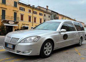 Auto funebre Verona MERCEDES grigio perla